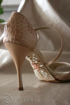 Yes I would wear these shoes <3 <3 <3    This GEM SOLE for Japanese tango dancer Alisa.