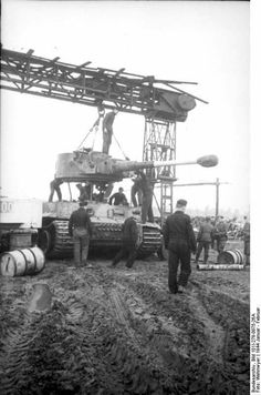 Ww2 Weapons, Ww2 History, Tiger Tank, Ww2 Photos, Tank Destroyer, Ww2 Tanks, Military Diorama, Battle Tank, Military Photos