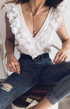 ruffled lace v neck top + high waisted denim jeans + moon lariat necklace | womens outfit ideas | everyday outfit ideas