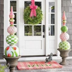 40 Spring Ideas That Will Freshen Up Your Front Door – Home of Pondo – Home Design - Flower Garden İdeas İn Front Of House Front Door Decor, Wreaths For Front Door, Front Doors, Front Stoop, Door Design, House Design, Design Design, Vine Wreath, Classic Doors