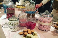 <p> Last year in Chicago, Restoration Hardware hosted an opening event with a dessert bar that consisted of vintage-style candies...