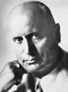 Benito Amilcare Andrea Mussolini (Predappio, 29 luglio 1883 – Giulino di Mezzegra, 28 aprile 1945) è stato un politico, giornalista e dittatore italiano.  Fondatore del fascismo, fu Presidente del Consiglio del Regno d'Italia dal 31 ottobre 1922 al 25 luglio 1943. Nel gennaio 1925 assunse de facto poteri dittatoriali e dal dicembre dello stesso anno acquisì il titolo di Capo del Governo Primo Ministro Segretario di Stato.