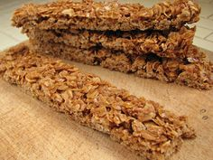 Homemade Crunchy Granola Bars these are so good and addicting! Very similar to Nature Valley granola bars. I subbed of the honey for peanut butter, didn't use cinnamon. Crunchy Granola, Homemade Granola Bars, Snack Recipes, Cooking Recipes, Healthy Recipes, Free Recipes, Cakepops, Nature Valley Granola, Breakfast Bars