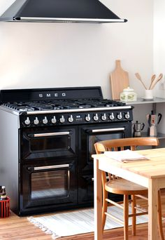 Ohhhhhh!!!!! Would love this one in my future kitchen! #smeg #stove ♥♥♥♥ Babe we can save some mony ^-^