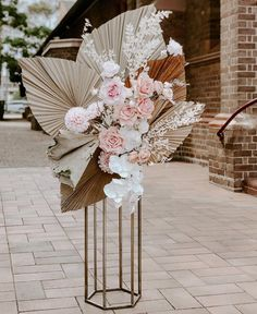 The world has become smitten with the trend of preserved wedding flowers. The dried (and sometimes dyed) flowers, leaves and pods are a new home decor and wedding obsession we love. Floral Wedding, Wedding Bouquets, Wedding Flowers, Wedding Table, Our Wedding, Church Wedding, Gift Wedding, Wedding Things, Destination Wedding