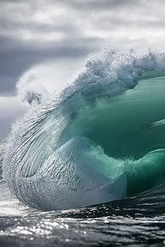 Surfing holidays is a surfing vlog with instructional surf videos, fails and big waves No Wave, Ocean Pictures, Surfing Pictures, Water Waves, Sea Waves, Sea And Ocean, Ocean Beach, Waves Photography, Nature Photography