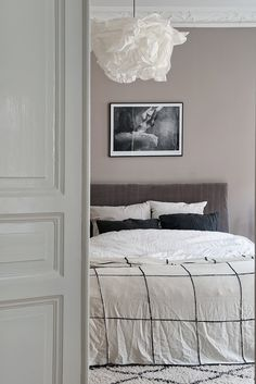 TREND - Velvet headboard for a luxurious bedroom - Hege in France - soft colours in the master bedroom