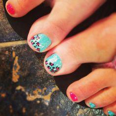 Matching leopard toenails