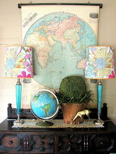 A LITTLE STILL LIFE:  globetrotting with styling ideas is also small. Chest of drawers, sideboard or occasional furniture opens to the world with a school map, a globe and rice memories.