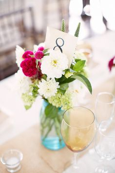 Perfectly imperfect centerpiece. Photography By / alexandrameseke.com, Floral Design By / klenahandesigns.com