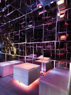 #LED #Ora table fits perfect into a #nightclub or a #bar and creates a warm atmosphere.|| #LED #Ora tisch passt perfekt in den nachtclub oder die bar und schafft eine warme atmosphäre.|| #LED #Ora table inscrit parfaitement dans la discothèque ou un bar et crée une ambiance chaleureuse. #moree