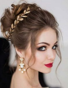 50 Chic and Stylish Wedding Hairstyles for Short Hair! 50 Chic and Stylish Wedding Hairstyles for Short Hair! Elegant Wedding Hair, Short Wedding Hair, Wedding Hair And Makeup, Wedding Updo, Wedding Rings, Bride Makeup, Wedding Vows, Wedding Dresses, Wedding Reception