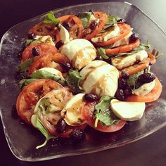 A recipe to make your own vegan buffalo/mozzarella cheese! I love being vegan, but one thing I've really missed is Caprese salad! Vegan Cheese Recipes, Vegan Foods, Vegetarian Recipes, Healthy Recipes, Vegan Meals, Buffalo Mozzarella, Vegan Mozzarella, Mozzarella Caprese, Fresh Mozzarella