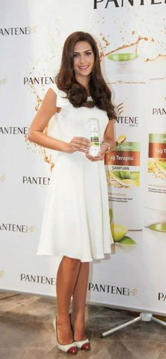 Bergüzar Korel - Pantene Press Conference [Turkey] (2013)