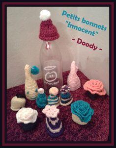 """Petits bonnets pour mettre sur les bouteilles de Smoothies Innocent pour venir en aide à l'association """"Les Petits Frères des Pauvres"""""""
