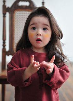 Kal tamaro reply nata aavta ane phone na upaydo to bik lagti hati k aunty ne khabr to nai padi gai hoy ne. Ama ne ama Kal 2 var daji gya hath ma fodla Thai gya Etle Jo ane manavani baki hoy to manavi lejo. So Cute Baby, Baby Kind, Cute Kids, Cute Asian Babies, Korean Babies, Asian Kids, Cute Babies, Asian Child, Mode Ulzzang
