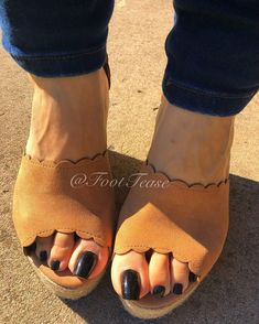 Beautiful Toes, Pretty Toes, Hot Pink Toes, Punjabi Dress Design, Feet Nails, Toenails, Full Figured Women, Types Of Women, Sexy Toes