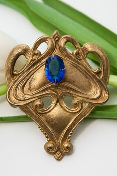 Art Nouveau Brooch    Cool