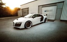 http://gearheads.org/white-audi-r8/