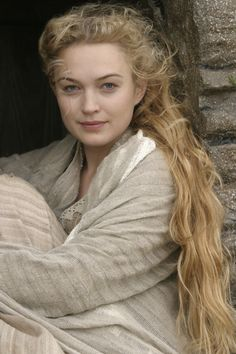 Sophia Myles in Tristan + Isolde Tristan Und Isolde, Sophia Myles, Beautiful People, Beautiful Women, Character Inspiration, Actors & Actresses, Medieval, Poses, Long Hair Styles