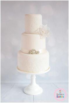 Pearls & Lace by Dollybird Bakes - http://cakesdecor.com/cakes/231454-pearls-lace