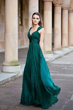 Emerald Green Bridesmaid Dresses With Straps V-neck Long Chiffon Formal Gown Wedding Party Dress Custom Made