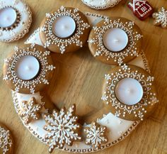 Gingerbread Lebkuchen Christmas Center Piece Christmas Gingerbread, Gingerbread Cookies, Christmas Centerpieces, Christmas Decorations, Pie Decoration, Advent Wreath, Just Eat It, Christmas Cookies, Candle Holders