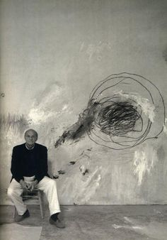 Cy Twombly (April 25 1928 – July 5 in his studio. Cy Twombly lived and worked in Rome and Gaeta, Italy, as well as in Lexington, USA. Artist Art, Artist At Work, Studios D'art, Modern Art, Contemporary Art, Illustration Art, Illustrations, Art Plastique, Famous Artists