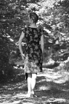 """Kleid """"Black and White"""" Baumwolle mit weißen Stickereien"""
