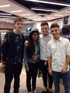 Reece, Tom and Jake with tonight! Reece Bibby, New Hope Club, My Boys, Kicks, Fan, Twitter, Hand Fan, Fans