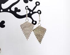 Boucles d'oreilles perles Miyuki Delicas chrome : Boucles d'oreille par camoucheka