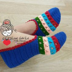 Diy Crafts - 404 Not Found - This page has been removed Crochet Slipper Pattern, Knitted Slippers, Crochet Slippers, Crochet For Beginners Headband, Crochet Designs, Crochet Patterns, Crochet Stitches, Knit Crochet, Baby Knitting