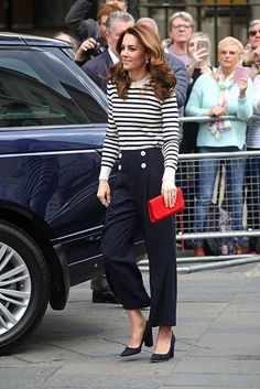 Kate Middleton goes for nautical chic to launch sailing competition (and we love the accessories!) Kate Middleton steps out at Cutty Sark to launch sailing competition looking gorgeous in nautical chic Moda Kate Middleton, Style Kate Middleton, Kate Middleton Outfits, Kate Middleton Photos, Kate Middleton Fashion, Beauty And Fashion, Royal Fashion, Look Fashion, Estilo Real