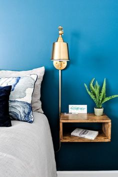 Home Decoration Art DIY floating nightstand step-by-step instructions.Home Decoration Art DIY floating nightstand step-by-step instructions Home Bedroom, Bedroom Decor, Bedrooms, Floating Shelves Bedroom, Floating Bedside Tables, Diy Nightstand, Nightstands, Bedroom Night Stands, Home Interior