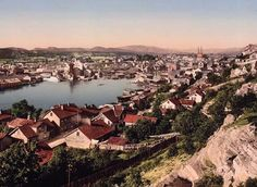 Tittel / Title: Skien Dato / Date: ca Fotograf / Photographer: ukjent / unknown Sted / Place: Telemark, Skien Eier / Owner Institution: Nasjonalbiblioteket / National Library of Norway Lenke / Link: www. Lillehammer, Bergen, Oslo, Denmark Facts, Old Stone Houses, Norway Travel, Old Pictures, Land Scape, Places To See