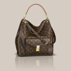 A spacious, slouchy bag with LV's unmissable monogram. Love it or hate it, Louis Vuitton's monogram looks like it could be making a comeback. It first appeared when Louis Vuitton manufactured trunks and quickly became a symbol of wealth and. Louis Vuitton Taschen, Louis Vuitton Handbags, Purses And Handbags, Louis Vuitton Monogram, Vuitton Bag, Leather Handbags, Handbags Online, Purses Online, Louis Vuitton Sale