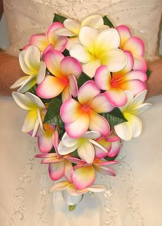 FLOWER BOUQUET FOR HAWAIIAN WEDDING | Wedding Flowers, Bouquets Hawaii Wedding Leis