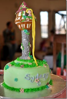 another tangled cake (I think mine would topple over if I tried this!)
