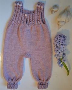 Best 12 Ravelry: Baggy Baby pattern by By Amstrup – SkillOfKing. Baby Girl Dungarees, Baby Overalls, Baby Boy Outfits, Kids Outfits, Baby Barn, Onesie Dress, Baby Layette, Romper Pattern, Knitted Baby Clothes