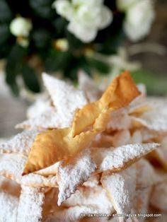 faworki-bez-smazenia Polish Desserts, Snack Recipes, Dessert Recipes, Pavlova, Macarons, Cupcake Cakes, Cupcakes, Feta, Food And Drink