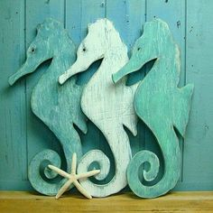 Seahorse Sign Sea Glass Green Weathered Wood Beach House Decor Could make this out of a Old weathered board. Coastal Living, Coastal Decor, Coastal Cottage, Seaside Decor, Lake Cottage, Cottage House, Coastal Homes, Coastal Style, Life Preserver Ring