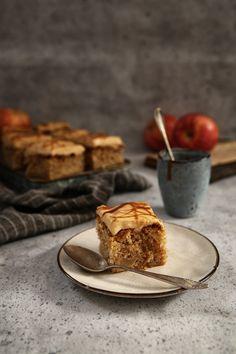 Jablkový koláčik so Slaným Karamelom Healthy Cookies, Muffin, Food And Drink, Pie, Yummy Food, Baking, Breakfast, Sweet, Kitchen