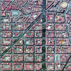 """Valencia, İspanya L'Eixample kentsel planı uzun düz sokakları, ortak avlu ile sıkı bir ızgara geniş caddeleri ile geçti desen ve daireler ile karakterizedir.  Benzer bir düzen Barcelona aynı adı taşıyan ilçe için kullanılmıştır.  sağ üst dairesel yapı Plaza de Toros de Valencia ise - kentin en büyük boğa güreşi ° 27'53 arena.39 """"N 0 ° 22'12"""" W www.dailyoverview.com"""