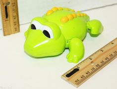 "FROG AMPHIBIANS ROLLING CAR OR VEHICLE 5.5"" DEVELOPMENTAL KIDS TOY FIGURE USED #Unbranded"