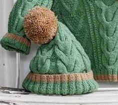 Детская шапка с узором коса спицами из зеленой пряжи. Описание и схема узора.