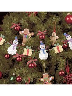 snowman garland - plastic canvas. Free pattern download to members of this FREE site.