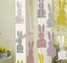 Decorazioni con coniglietti di carta