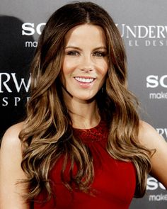 Kate Beckinsale Long Wavy Casual Hairstyle - Chocolate Brunette Hair Color with Light Blonde Highlights Hot Hair Colors, Hair Color And Cut, Brown Hair Colors, Hair Colour, Brown Hair With Highlights And Lowlights, Hair Highlights, Highlights Underneath, Golden Highlights, Summer Highlights