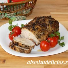 Juicy and very tender, packed with flavor an incredible easy to make, this spice-crusted pork loin roast became our family favorite. Pork Loin, Pork Roast, Delicious Sandwiches, Roasted Potatoes, Stuffed Green Peppers, Empanadas, Tray Bakes, Nutella, Carne