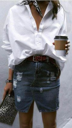 Garderobenheftklammer: Das weiße Hemd, Wardrobe Staple: The White Shirt Belo look . saia jeans und parceira feld camisa branca und menü tier-druck pra estralar o visual.😍 Belo look . Mode Outfits, Casual Outfits, Fashion Outfits, Womens Fashion, Fashion Trends, Fashion Clothes, Fashion Shirts, Fashion Ideas, Denim Fashion